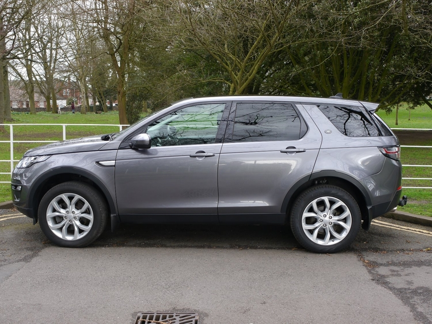 View LAND ROVER DISCOVERY SPORT TD4 HSE